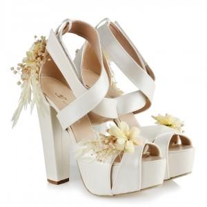 Gelin Ayakkabısı  Çapraz Bantlı Kuru Çiçek Tasarımı