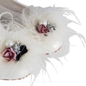 Gelin Babeti Tasarımlı Çiçek Tüylü