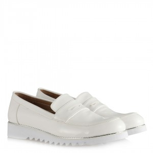 Bayan Ayakkabı Beyaz Rugan Zımbalı