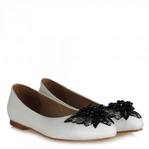 Melek Tokalı Beyaz Babet Ayakkabı