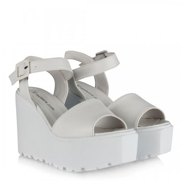 Beyaz Dolgu Topuk Ayakkabı Sandalet