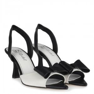 Siyah Beyaz Fiyonklu Topuklu Sandalet