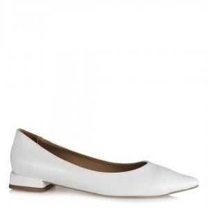 Beyaz Rugan Sivri Burun Babet Ayakkabı
