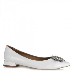 Beyaz Rugan Tokalı Babet Ayakkabı