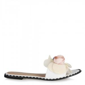 Beyaz Terlik Tokalı Zımbalı