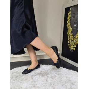 Siyah Babet Ayakkabı Çiçek Detaylı