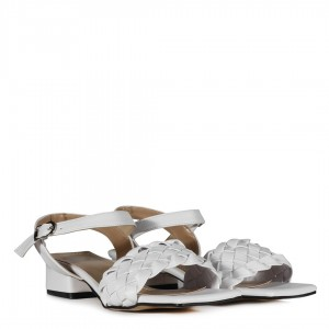 Beyaz Az Topuklu Örgü Sandalet