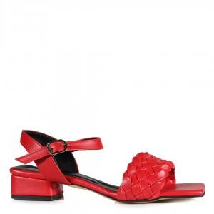 Az Topuklu Kırmızı Örgü Sandalet