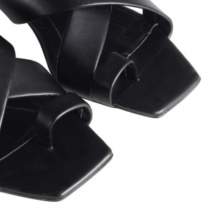 Topuklu Terlik Siyah Parmak Arası