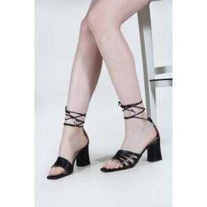 Siyah Topuklu Ayakkabı Sandalet Bantlı