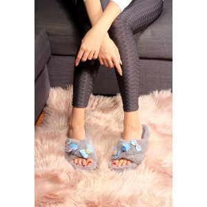 Peluş kadın ev terliği gri renk aksesuarlı