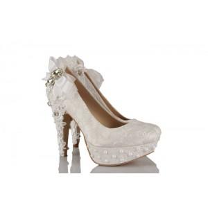 Beyaz Dantel Çiçek Motifi Taşlı Tasarım Düğün Ayakkabısı
