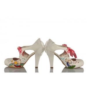 Kırlarda Koşan Gelin Damat Tasarım Düğün Ayakkabısı